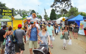 Red Hill Market crowds 1